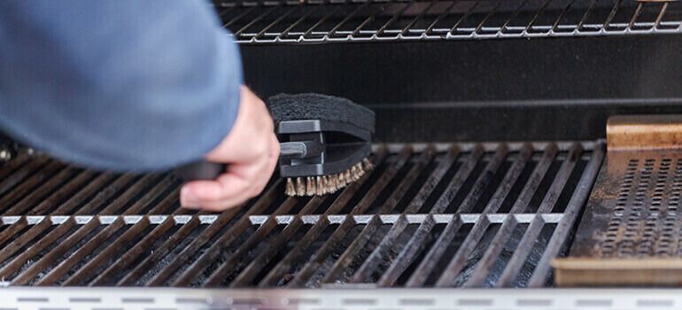 How to clean the barbeque parts